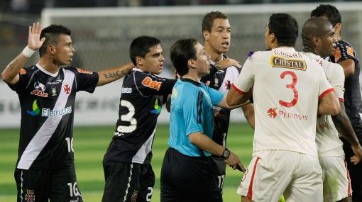 Vasco da Gama, Universitario de Deportes, Copa Sudamericana 2011