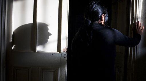 Feminicidio sería sancionado hasta con 25 años de cárcel, según proyecto del Ejecutivo
