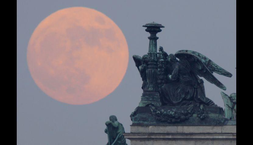 Fotos de la Super Luna de esta noche