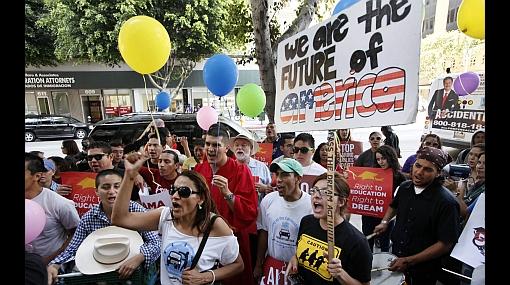 Huy carajo indocumentados en ee uu toman las calles y for Trabajos en barcelona sin papeles