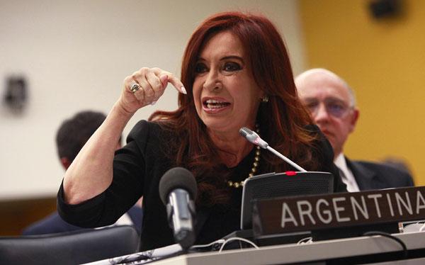 Cristina K obliga a bancos privados a hacer préstamos a emp