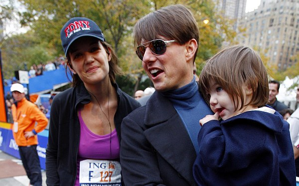 Katie Holmes quiere que su hija con Tom Cruise cambie de nombre y apellido