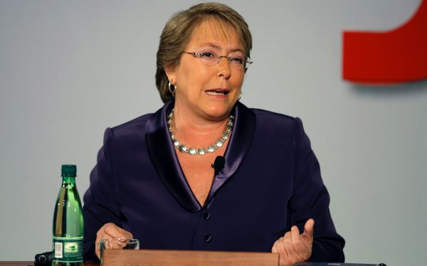 Chile: acusan a militares por torturas a padre de Michelle Bachelet