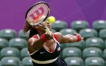 Serena Williams aplastó a Jankovic en su debut en Londres 2012