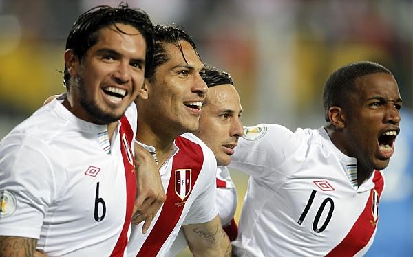 Claudio Pizarro, Sergio Markarián, Selección argentina, Eliminatorias Brasil 2014, Selección venezolana, Selección peruana