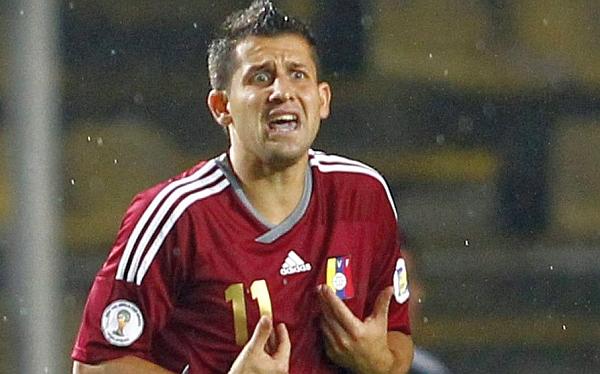 César Farías, César González, Eliminatorias Brasil 2012, Selección venezolana, Selección peruana