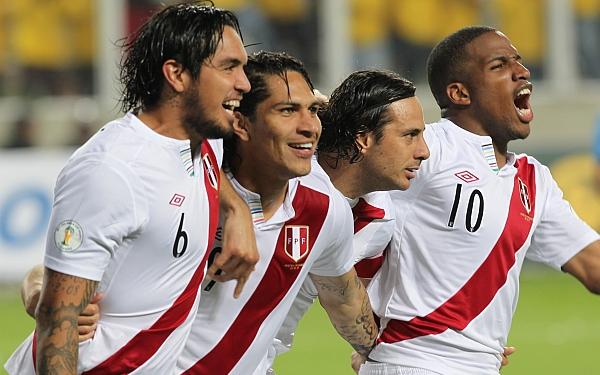 Claudio Pizarro, Paolo Guerrero, Sergio Markarián, Eliminatorias Brasil 2014, Selección venezolana, Selección peruana