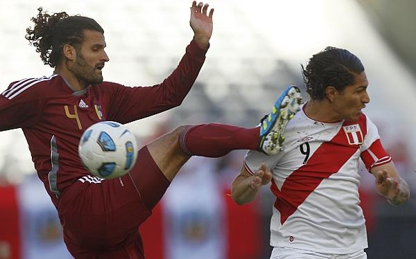 Paolo Guerrero, Sergio Markarián, Eliminatorias Brasil 2014, Selección venezolana, Selección peruana