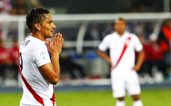 Paolo Guerrero, Eliminatorias Brasil 2014, Selección venezolana, Selección peruana