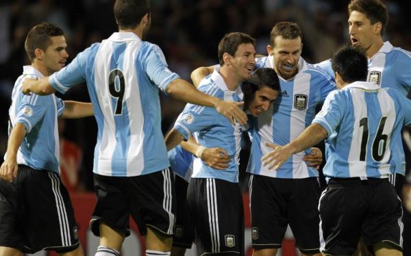 Lionel Messi, Fernando Gago, Selección argentina, Eliminatorias Brasil 2014, Selección peruana