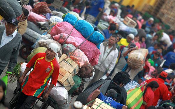 La Parada: comerciantes rematan sus productos y empiezan a retirarse