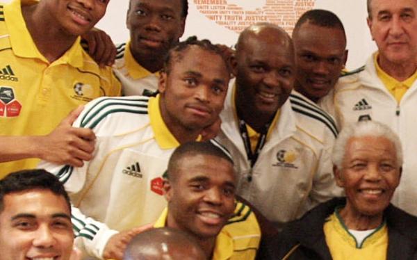DT asistente de selección de Sudáfrica murió al chocar con un burro