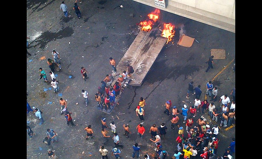 Mercado de La Parada: policía atacado por vándalos está grave, confirmó ministro Pedraza