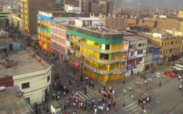 La Parada: delincuentes aprovechan enfrentamiento para saquear puestos de Gamarra