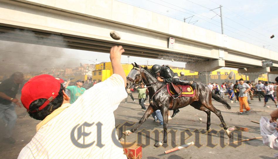La Parada: policía que fue atacado por vándalos solo gana S/.500