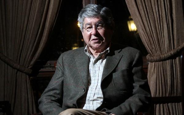 Alfredo Bryce Echenique recibió premio FIL Guadalajara en Lima