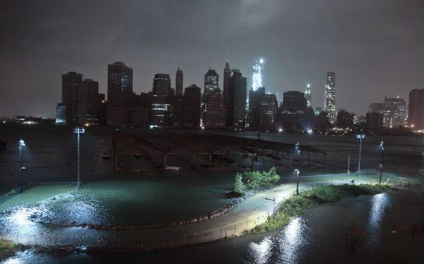 Huracán Sandy deja al menos trece muertos a su paso por Estados Unidos