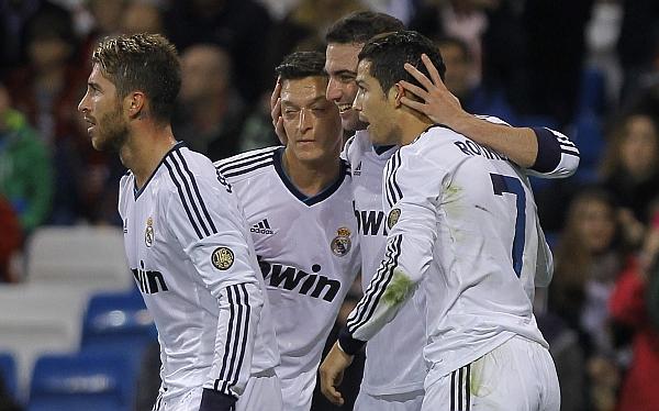 Real Madrid goleó 4-0 al Zaragoza y mantiene distancia con Barcelona