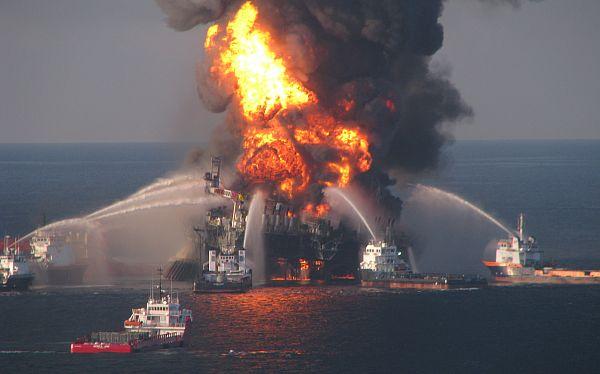 Dos muertos por explosión de una planta de petróleo en el Golfo de México
