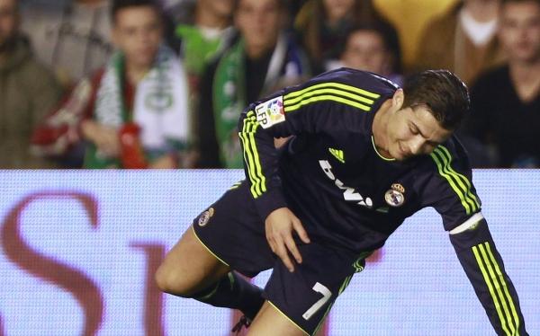 Real Madrid cayó 1-0 ante Betis y podría alejarse más de Barcelona
