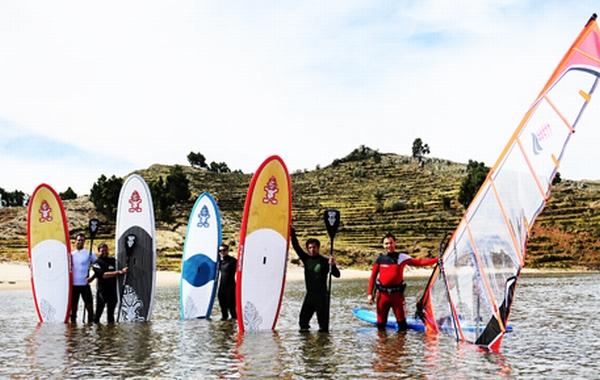 Una aventura de surf en el lago Titicaca