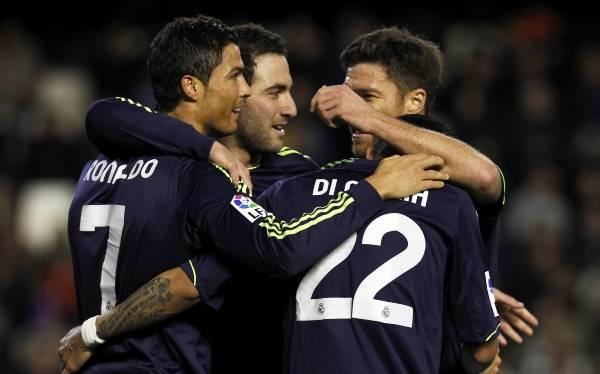 Real Madrid goleó 5-0 al Valencia con dobletes de Cristiano y Di María