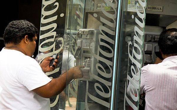 ¿A qué se comprometió Telefónica con el Gobierno para obtener la renovación?