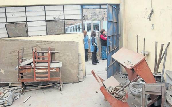 Escuelas en mal estado ollanta inagura a o escolar por for Mobiliario para estudiantes