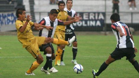 Alianza Lima golea en Moquegua con la fuerza del 'Búfalo'