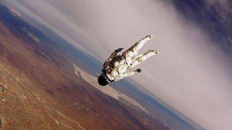 Hombre saltará en caída libre desde el espacio